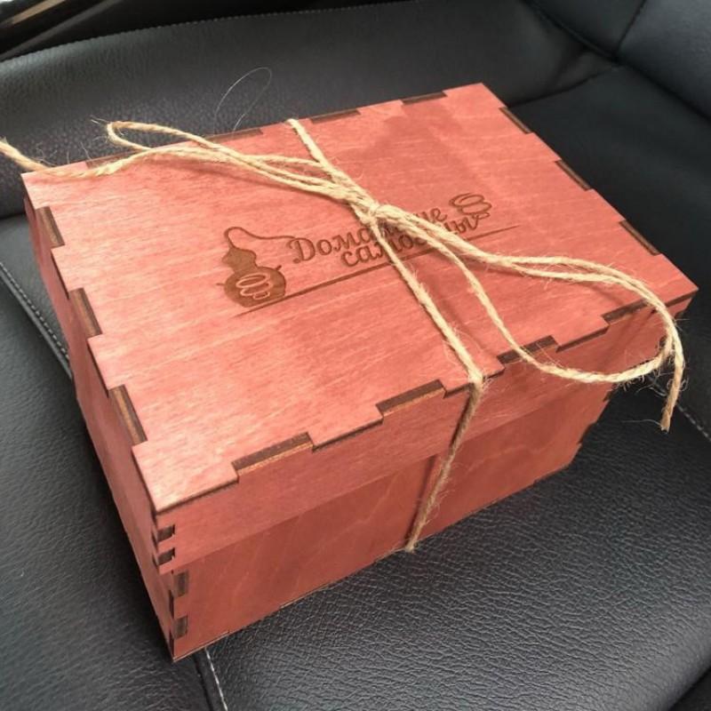 """Подарочный набор рюмок """"Домашние самогоны"""" в деревянной коробке"""